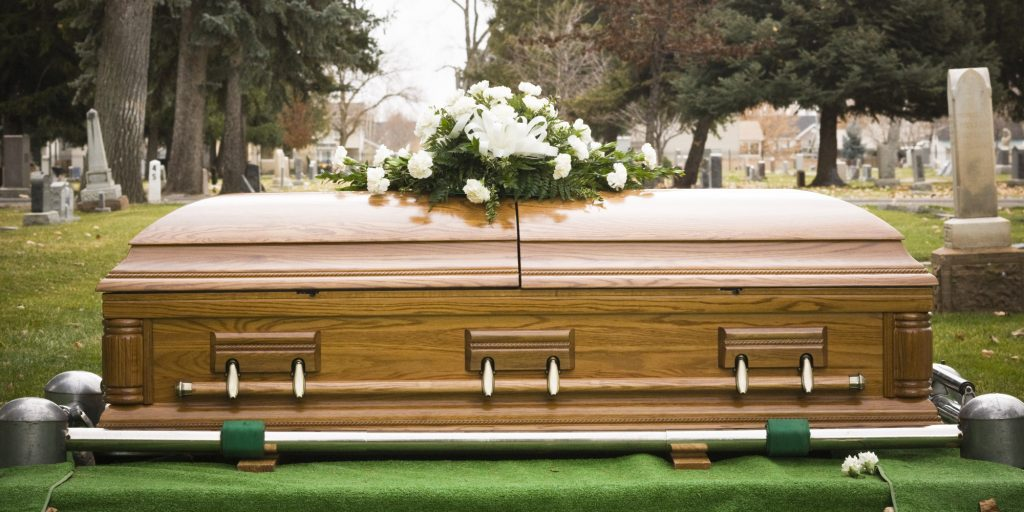coffin and a casket difference