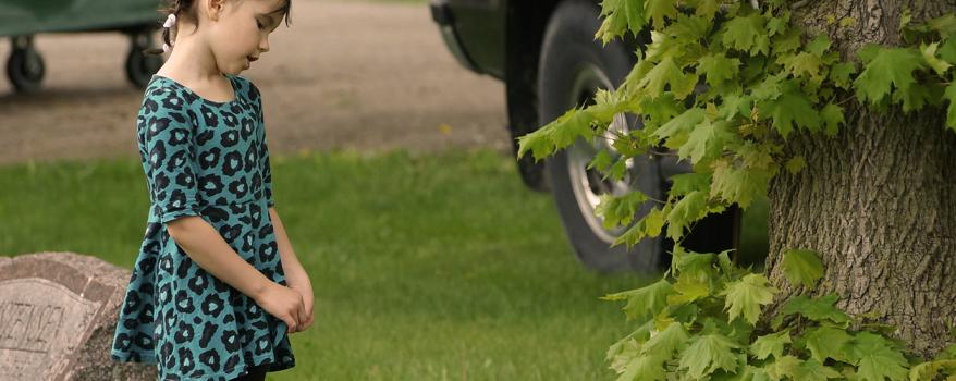 Should Young Children Go To Funerals?